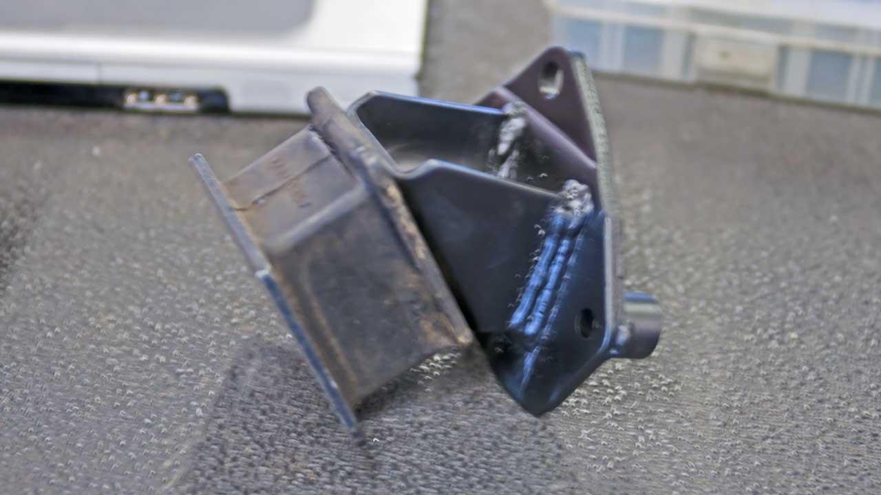 montero sport modified motor mount bracket 3.5L 3.0L passenger